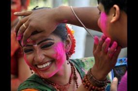 8 Day Yoga Tour With Holi Celebration & Taj Under Full Moon