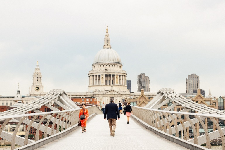 Adorable Millenium Bridge-Pauls cathedral-London_945403-P