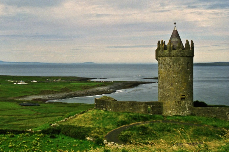 Enchanting Ireland: Town and Country tour