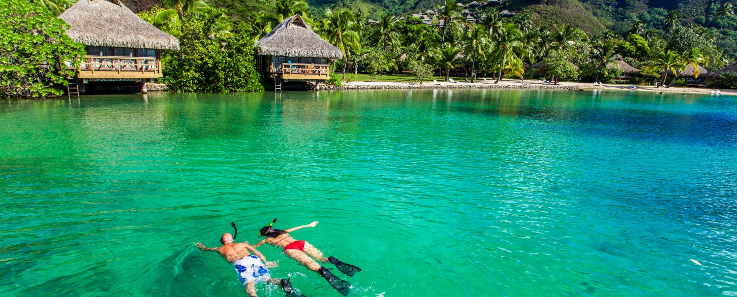 Cruise activities snorkeling in the Pacific Islands