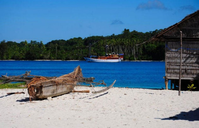 Raja Ampat and Spice Islands Cruise  tour