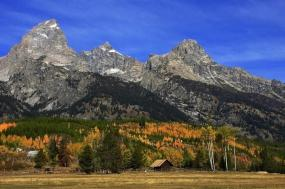 Alpine Wonders of Yellowstone and Grand Teton – Small Group Tour(20 Guests Maximum) tour