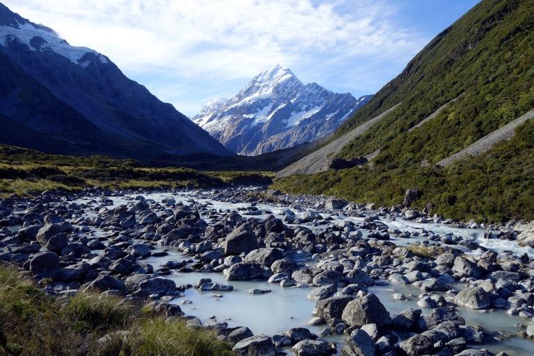 Hiking the Mt cooj-New zealand-p