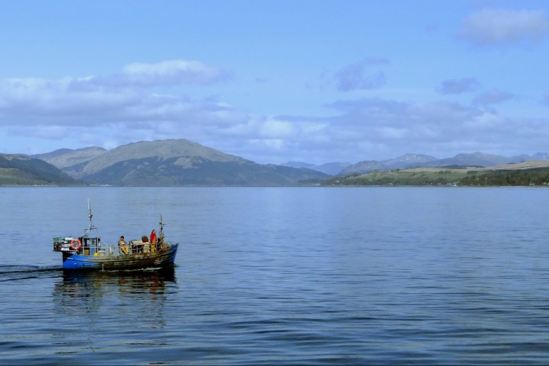 Beautiful lake view of Glasgow, Scotland_825240_P