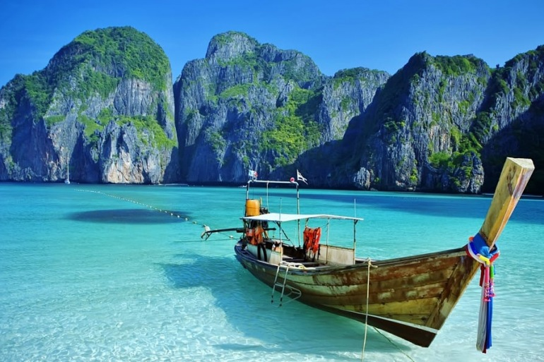 Ship on phi phi island-Bangkok-p