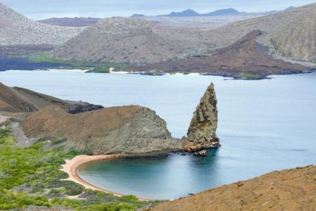 "Hopping Islands in Galapagos | Option ""C"" Santa Cruz – Yacht Exploration – Uninhabited Islands"