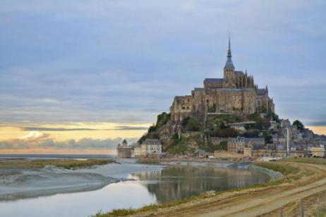 2 Day Mont Saint Michel + Loire Valley Castles Trip tour