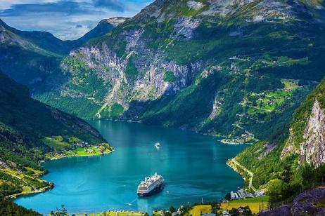 Discover the Fjords on a Road Trip tour