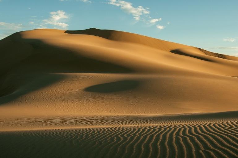 Gobi desert dunes sand hot-Mongolia-692640_P