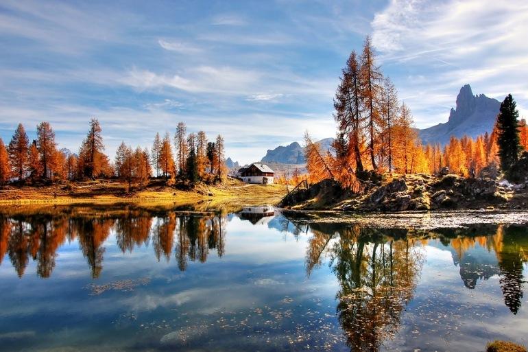 Dolomites-mountain landscape-Italy_2897602_P