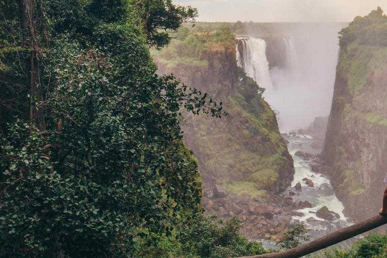 Gorillas to Vic Falls tour