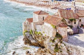 7-Day Balkan Highlights Adventure Tour: Split to Athens**Backpacker Style --- Hostel Dorm Share**** Dubrovnik   Kotor   Budva   Tirana   Meteora**