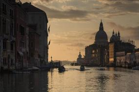 Winter in Italy with Venice Carnival tour