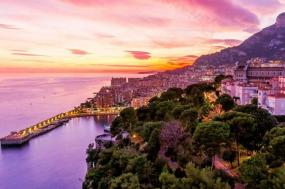 Highlights of France and Barcelona with Madrid Flight and Extra Nights Summer 2018 tour