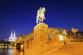 15-Day Western, Central and Southern Europe Tour w/ Airport Shuttle Service**Paris to Amsterdam** tour