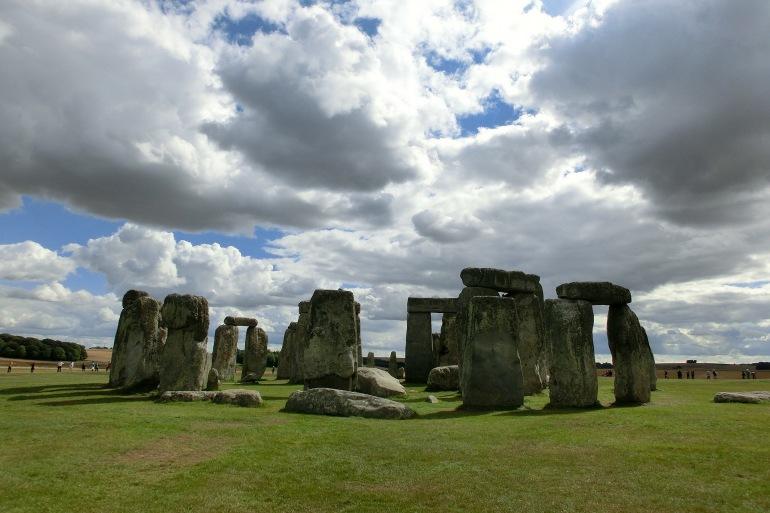 People around Stonehenge-England_ 200578_P