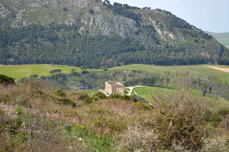 Temple view of Segesta, Italy_P
