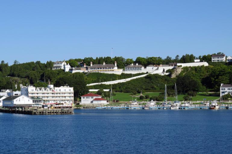 Mackinac Island featuring the Grand Hotel and the Tulip Time Festival tour