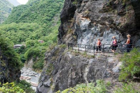 Taiwan Traverse by Road Bike tour
