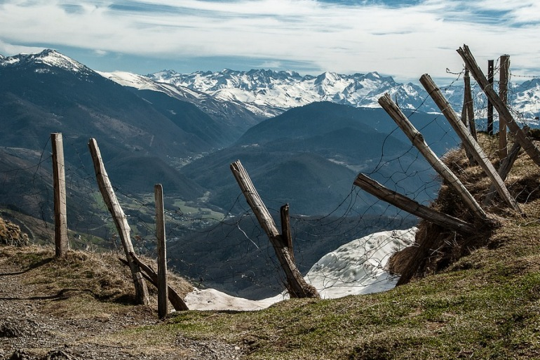 Mountains-Walkingtour-Pyrenees-France_P