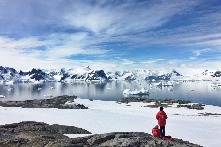 People viewing the Icebergs in Antarctica-p
