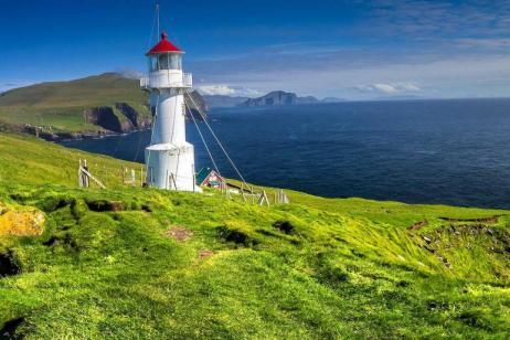 Exploring Spitsbergen via the Faroes and Jan Mayen  tour