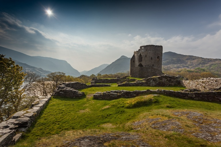 Landscape view of Castle-Snowdonia_2975437_P