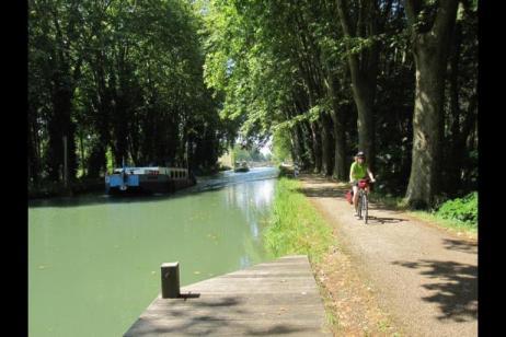 Self-Guided Cycling Canal de la Garonne tour