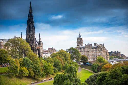 Explore London & Edinburgh by Rail tour