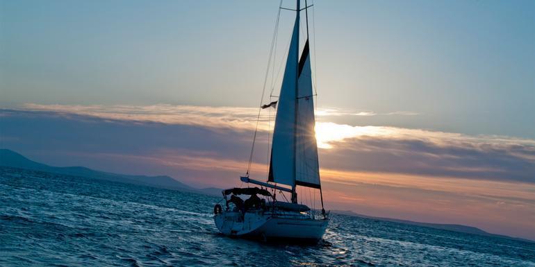 Sailing Greece - Santorini to Santorini tour